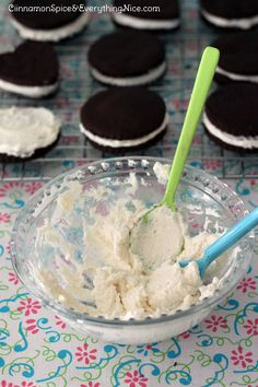Homemade Oreo Cookies                         THIS I HAVE TO TRY NOW!!!