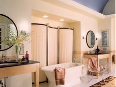 Love the Art Deco lines in this bathroom!