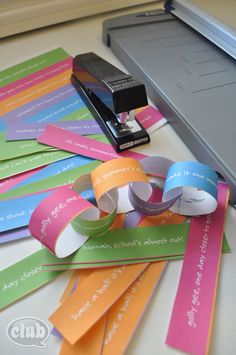 """How to solve the """"How many days until summer?"""" question - Countdown to Summer paper chain (printable)"""