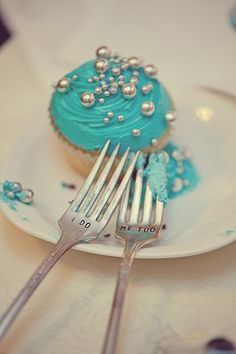 "Wedding cupcake and ""i do"" forks"