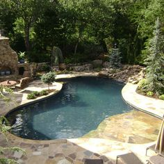 pool w/ shallow lounging area