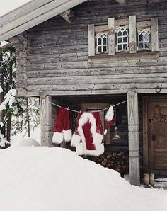 clotheslines, holiday, cabin, winter, christmas, suits, hous, santa suit, laundry