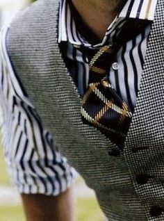 Really love the mix of patterns.  I want that tie!