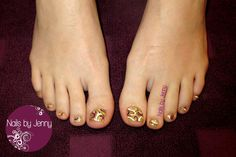 Soak off Glitter Toes with Swirl Accents
