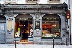Strasbourg, devanture ancienne de la boulangerie-pâtisserie «Lenhardt».  WOW!!!!