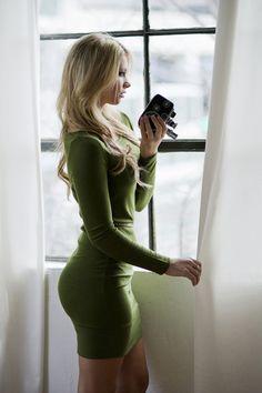 Hotties in skin tight dresses - Gallery