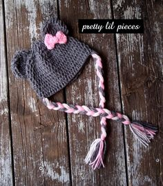 What a cute little hat! Sweet for little girls :)