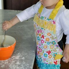 Helping Mommy Free Apron Pattern - This ruffled wonder will absolutely stun your little girl and it is an excellent way to make sure she stays clean while she helps.