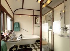 The Royal Suite bathroom. #Trains #RovosRail