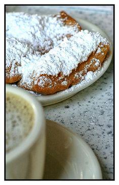 Beignets and coffee al la Cafe du Monde - New Orleans