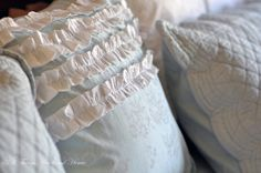 Ruffle Pillow Tutorial #DIY
