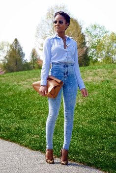 Love the high waisted jeans!