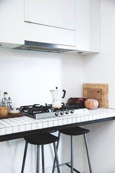 White kitchen with black barstools / Bolig Magazine / Photo by Tia Borg Smidt