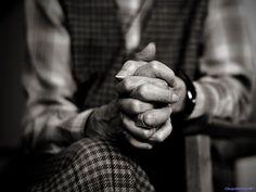 Fondo de pantalla orando, imagen con significado