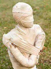 Spooky DIY Halloween mummy