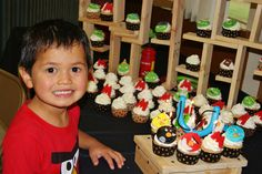 Altered to Perfection: Angry Birds cupcake