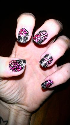 Hello Giggles Nails of the Day