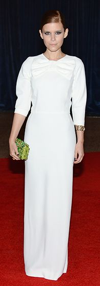 Kate Mara wore a long white #Prada dress and carried an embellished Prada #clutch