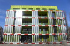 Bio Intelligent Quotient (BIQ) zero-energy apartment complex in Hamburg Germany, with algae-filled bio-adaptive shell