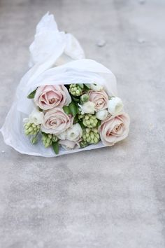 Beautiful flower arrangement with pink roses.