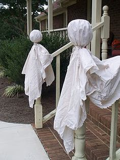 Primitive Ghosts..What a clever idea halloween stuff, primit ghost, fall decor, fall projects, ghosts, holiday idea, primitive, primit craft