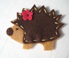 felt critter, hedgehog craft, fanci felt, hair clips, erizo, felt hedgehog, hedgehogs, brooch, headgehog clip