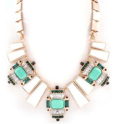 love this statement necklace!!