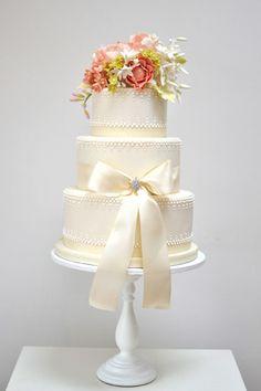 pretty bow cake