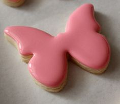 Tutorial: Creating an 'invisible' outline using royal icing for cookies.
