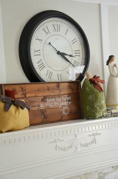 Make a Fall Wood Sign to add to your fall decor.   theidearoom.net