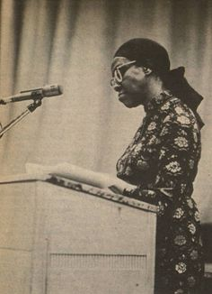 Image from the Daily Sundial, campus newspaper at San Fernando Valley State College (now CSUN). Ms. Gwendolyn Brooks (1917-2000) was a Pulitzer Prize-winning poet, a Guggenheim Fellow, and American Poet Laureate. On April 12, 1972, Ms. Brooks participated in a reading of her work at the San Fernando Valley State campus. CSUN University Digital Archives.