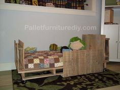 Comfortable Toddler Pallet Bed | Pallet Furniture DIY