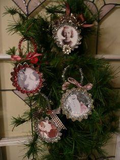 Joli Paquet: photo ornaments from tartlett tins