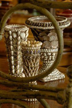 belle maison antiques/shell urns