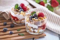 Parfait au yogourt, fruits et céréales
