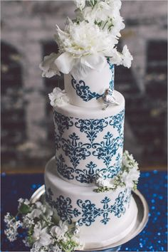 Black, white, and blue very chic wedding ideas. #weddingchicks Captured By: Purple Tree Photography http://www.weddingchicks.com/2014/09/01/blue-chic-wedding-ideas/