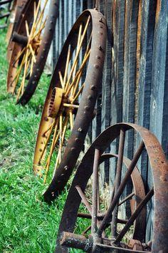 JUST PLAIN COUNTRY CHARM... wagon wheels