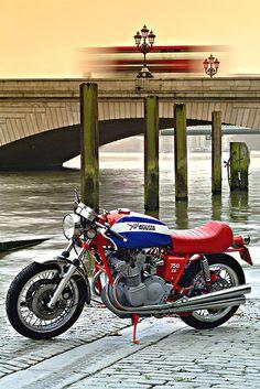 #MV Agusta MV 750 Sport—an all-time classic. #italiandesign