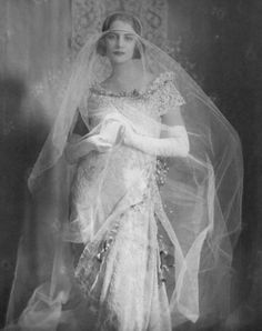 halo over tulle #1920s #1930s