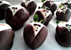 Chocolate Covered Tuxedo Strawberries! #yum
