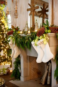 White, Lime Green and Acorn Mantel Decor | #christmas #xmas #holiday #decorating #decor
