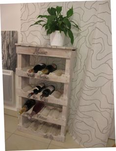A faire avec des palettes cagettes on pinterest pallets old pallet for Peindre armoire bois en blanc