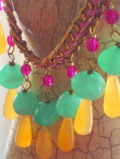 Collar fluor de Macalar podeis comprarlo en www.artesanio.com/macalar