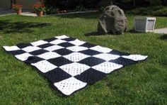 Make this Checkered Race Flag Afghan for the easy rider in your life. Everyone will love this #afghan crochet pattern.