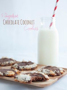5 Ingredient Chocolate Coconut Cookies  | With only a few ingredients, you will have chocolatetly and coconutty cookies in minutes!