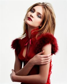 christmas parties, makeup artistry, holiday makeup, beauty makeup, color, natalia vodianova, christmas party outfits, simply red, party makeup