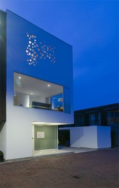 MODERN WHITE BOX: House in Groningen by Bahama Architects. 12/12/2011. via @Contemporist .com