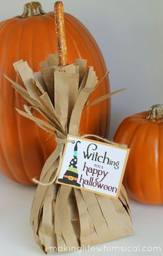 Make your own broomstick treat bags! Such a great way to give away candy or treats! www.makinglifewhimsical.com #halloween #witch #broomstick