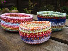 Love the colors crochet baskets, craft, pattern, crochet tutorials, bunni mummi, yarn, crochet bowl, bowls, bowl tutori