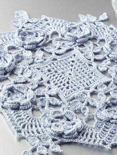Beautiful Blue Rose Doily: free pattern